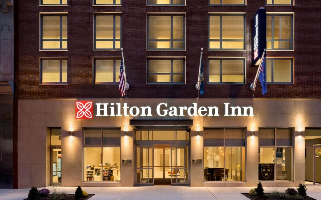 Отель Hilton Garden Inn New York Times Square South вид на фасад