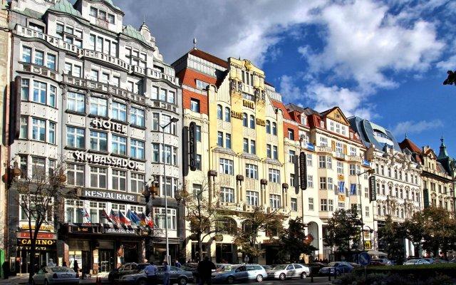 TOP Hotel Ambassador-Zlata Husa вид на фасад