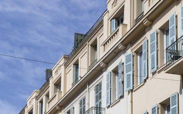Отель Апарт-Отель Ajoupa Франция, Ницца - 1 отзыв об отеле, цены и фото номеров - забронировать отель Апарт-Отель Ajoupa онлайн вид на фасад