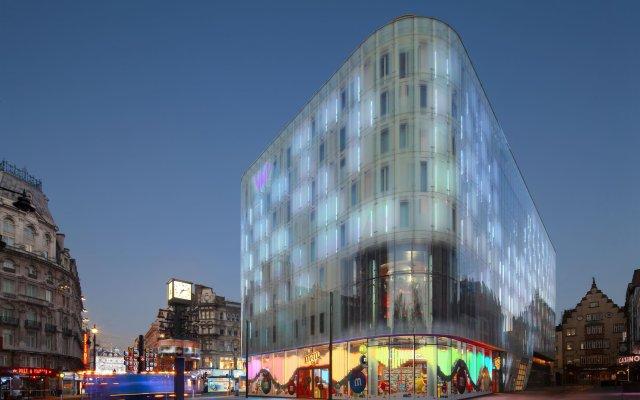 Отель W London Leicester Square вид на фасад
