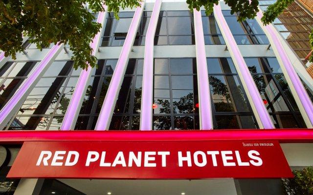 Отель Red Planet Bangkok Surawong вид на фасад