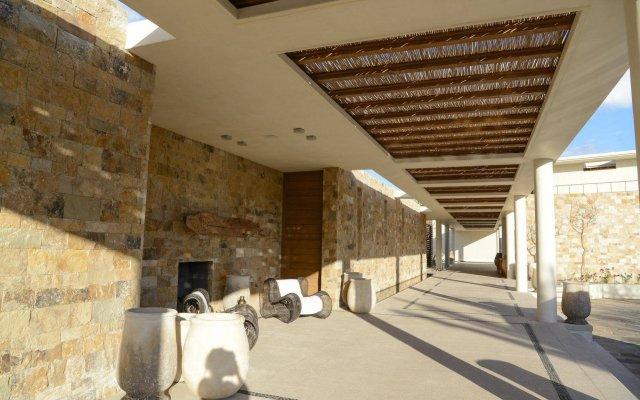 Отель Chileno Bay Resort & Residences Кабо-Сан-Лукас вид на фасад