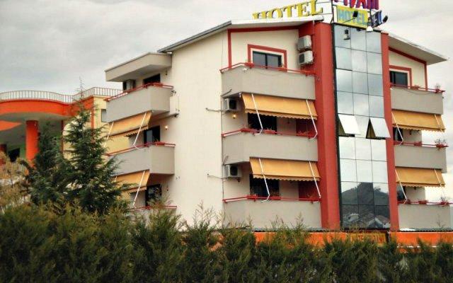 Отель Hotek Epidami вид на фасад