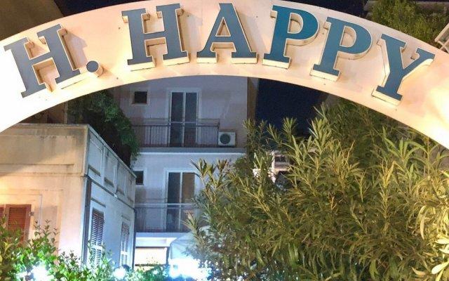 Отель Happy Римини вид на фасад