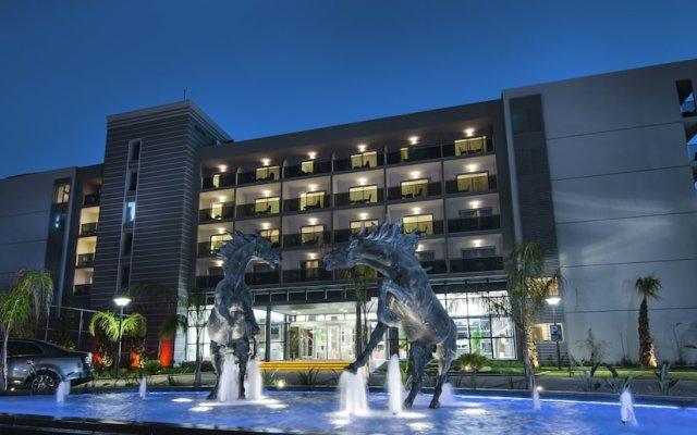 Отель Palm Wings Beach Resort & Spa Kusadasi- All Inclusive вид на фасад