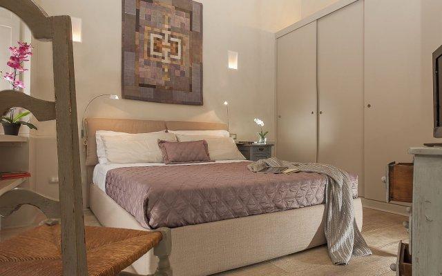 Отель Navona Suite Rome сейф в номере