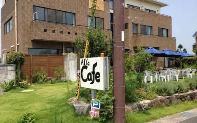 Отель Cafe&Pension SUOMI Морияма вид на фасад