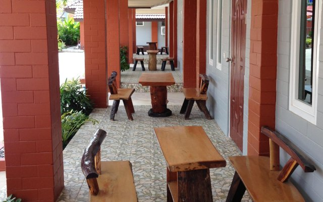 Отель Benwadee Resort вид на фасад