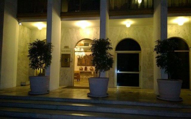 Отель Suites Bernini Гвадалахара вид на фасад