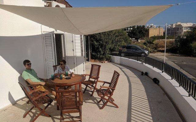 Отель Katka Hostel Paphos Кипр, Пафос - отзывы, цены и фото номеров - забронировать отель Katka Hostel Paphos онлайн балкон
