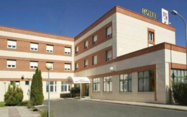Отель Kris Cazadora вид на фасад