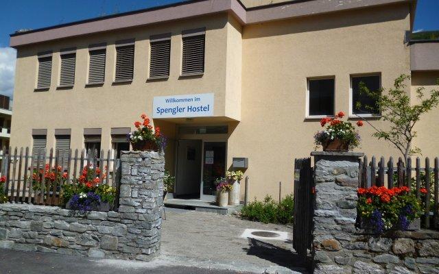 Отель Spengler Hostel Швейцария, Давос - отзывы, цены и фото номеров - забронировать отель Spengler Hostel онлайн вид на фасад