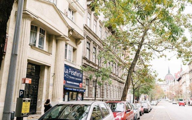 Апартаменты Dfive Apartments - Parlament Residence городской автобус