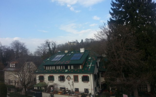 Отель Haus Wartenberg Зальцбург вид на фасад