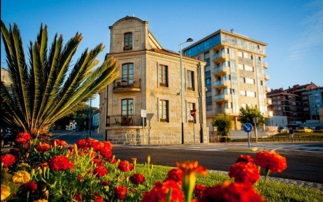 Отель Apartamentos Turisticos Villazoila Испания, Байона - отзывы, цены и фото номеров - забронировать отель Apartamentos Turisticos Villazoila онлайн вид на фасад