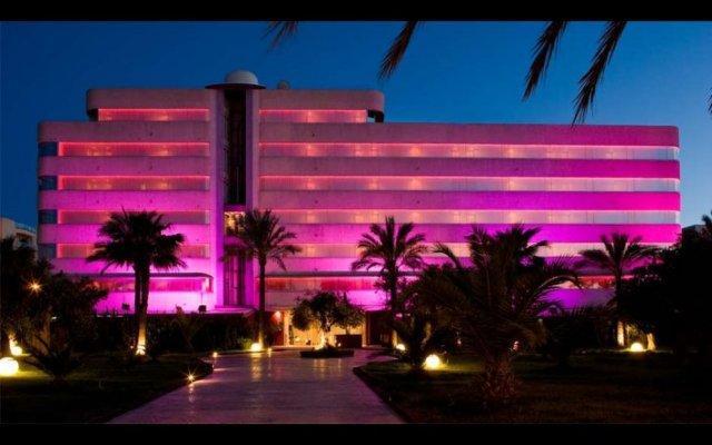 Отель El Hotel Pacha – Includes entrance to Pacha Club Испания, Ивиса - 1 отзыв об отеле, цены и фото номеров - забронировать отель El Hotel Pacha – Includes entrance to Pacha Club онлайн вид на фасад