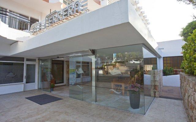 Cala Ferrera Hotel вид на фасад