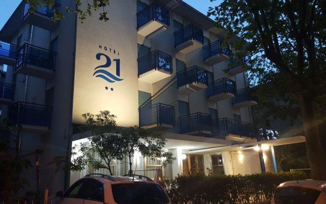 Отель 21 Riccione Италия, Риччоне - отзывы, цены и фото номеров - забронировать отель 21 Riccione онлайн вид на фасад