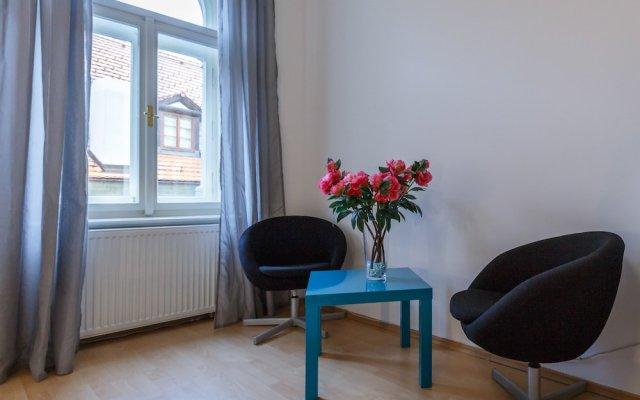 Апартаменты The Castle Apartments Прага комната для гостей