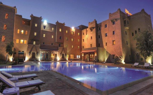 Отель ibis Ouarzazate Centre Марокко, Уарзазат - отзывы, цены и фото номеров - забронировать отель ibis Ouarzazate Centre онлайн вид на фасад