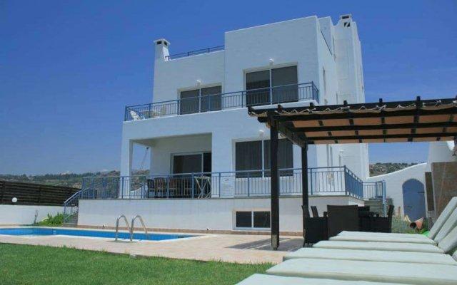 Отель Blue Coral Beach Villas вид на фасад