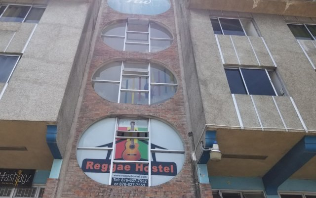 Отель Reggae Hostel Montego Bay Ямайка, Монтего-Бей - отзывы, цены и фото номеров - забронировать отель Reggae Hostel Montego Bay онлайн вид на фасад