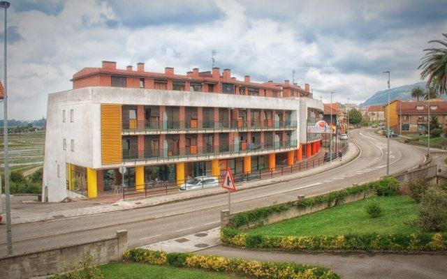 Отель Apartamentos Turísticos Bahía de Boó вид на фасад