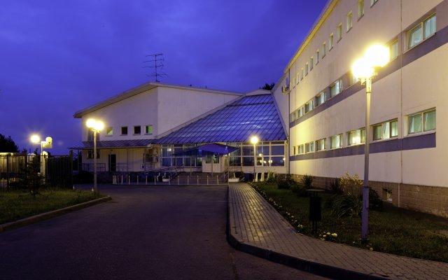 Гостиница Вояж Парк (гостиница Велотрек) вид на фасад