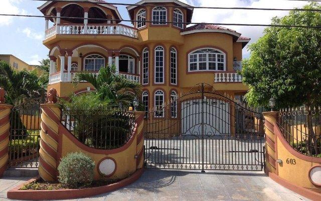 Отель Cazwin Villas Ямайка, Монтего-Бей - отзывы, цены и фото номеров - забронировать отель Cazwin Villas онлайн вид на фасад
