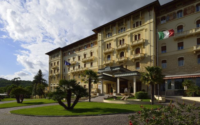 Grand Hotel Palazzo Della Fonte Фьюджи вид на фасад