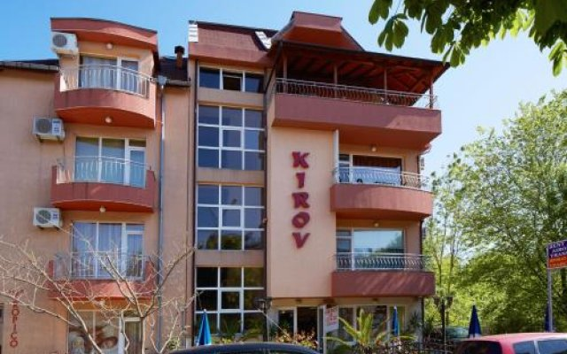 Отель Guesthouse Kirov Равда вид на фасад