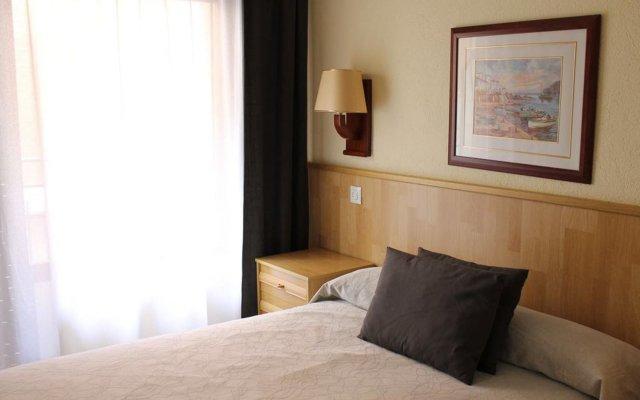 Отель Hostal Regina Испания, Бланес - отзывы, цены и фото номеров - забронировать отель Hostal Regina онлайн комната для гостей