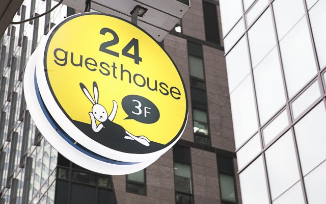 Отель 24 Guesthouse Cheonggyecheon вид на фасад