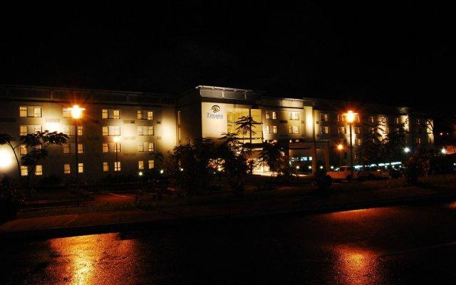 Отель Tinapa Lakeside Hotel Нигерия, Калабар - отзывы, цены и фото номеров - забронировать отель Tinapa Lakeside Hotel онлайн вид на фасад