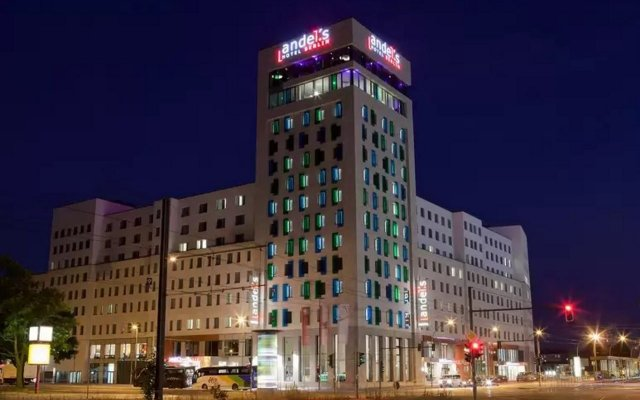 Отель Vienna House Andel´s Berlin Берлин вид на фасад