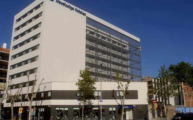 Отель Travelodge Barcelona Poblenou вид на фасад