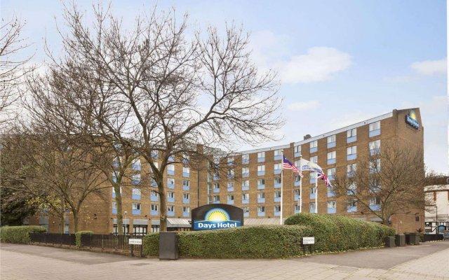 Days Hotel Waterloo вид на фасад