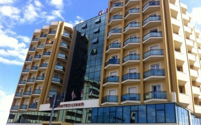 Отель Grand Montesilvano Италия, Монтезильвано - отзывы, цены и фото номеров - забронировать отель Grand Montesilvano онлайн вид на фасад