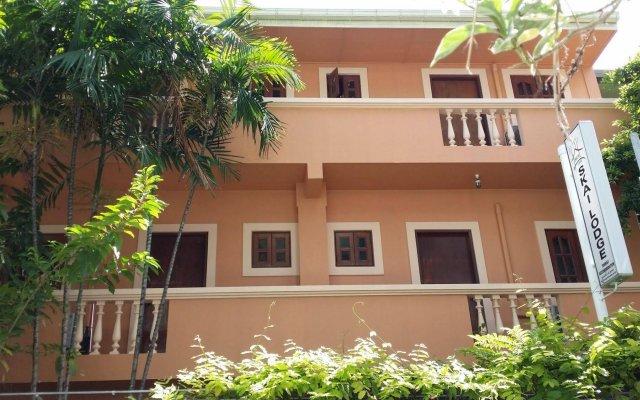 Отель Skai Lodge Мале вид на фасад