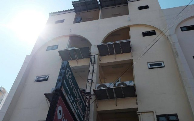 Апартаменты Parinyas Apartment Паттайя вид на фасад