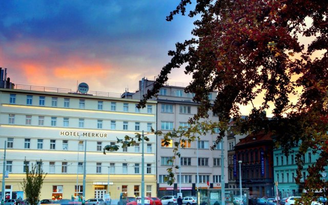 Hotel Merkur Прага вид на фасад