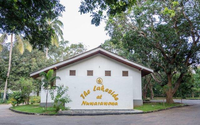 Отель Lakeside At Nuwarawewa Анурадхапура вид на фасад