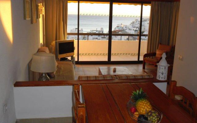 Отель Albufeira Sea View by Rentals in Algarve (51) комната для гостей