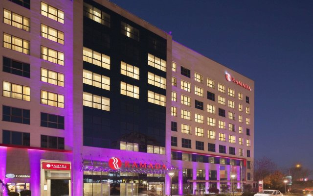 Hotel Ramada Pitesti вид на фасад