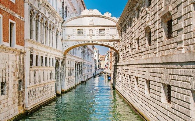 Отель Venice on the Water