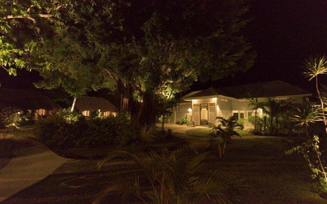 Отель Moorea Fare Miti Французская Полинезия, Муреа - отзывы, цены и фото номеров - забронировать отель Moorea Fare Miti онлайн вид на фасад