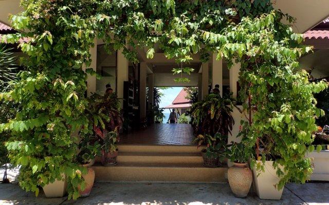 Отель Baan Kantiang See Panorama Villa Resort Ланта вид на фасад