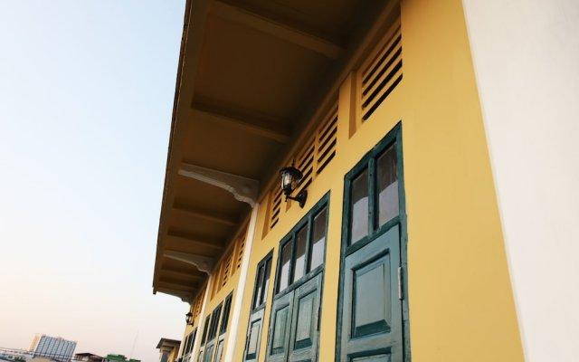 Baan Talat Phlu - Hostel вид на фасад