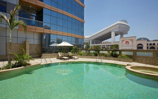 Отель DoubleTree by Hilton Hotel and Residences Dubai Al Barsha ОАЭ, Дубай - 1 отзыв об отеле, цены и фото номеров - забронировать отель DoubleTree by Hilton Hotel and Residences Dubai Al Barsha онлайн вид на фасад