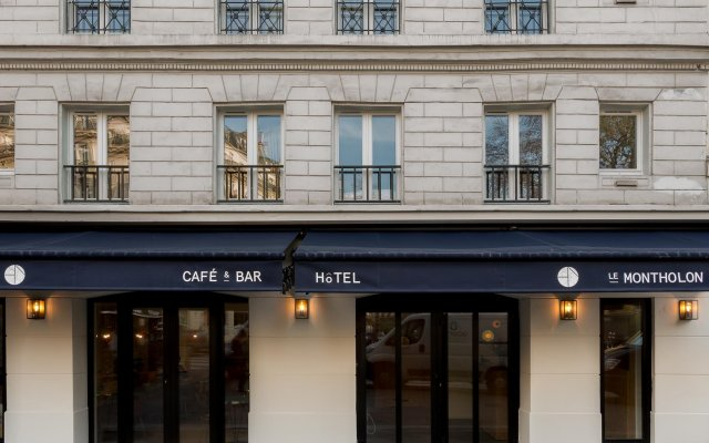 Отель MONTHOLON Париж вид на фасад